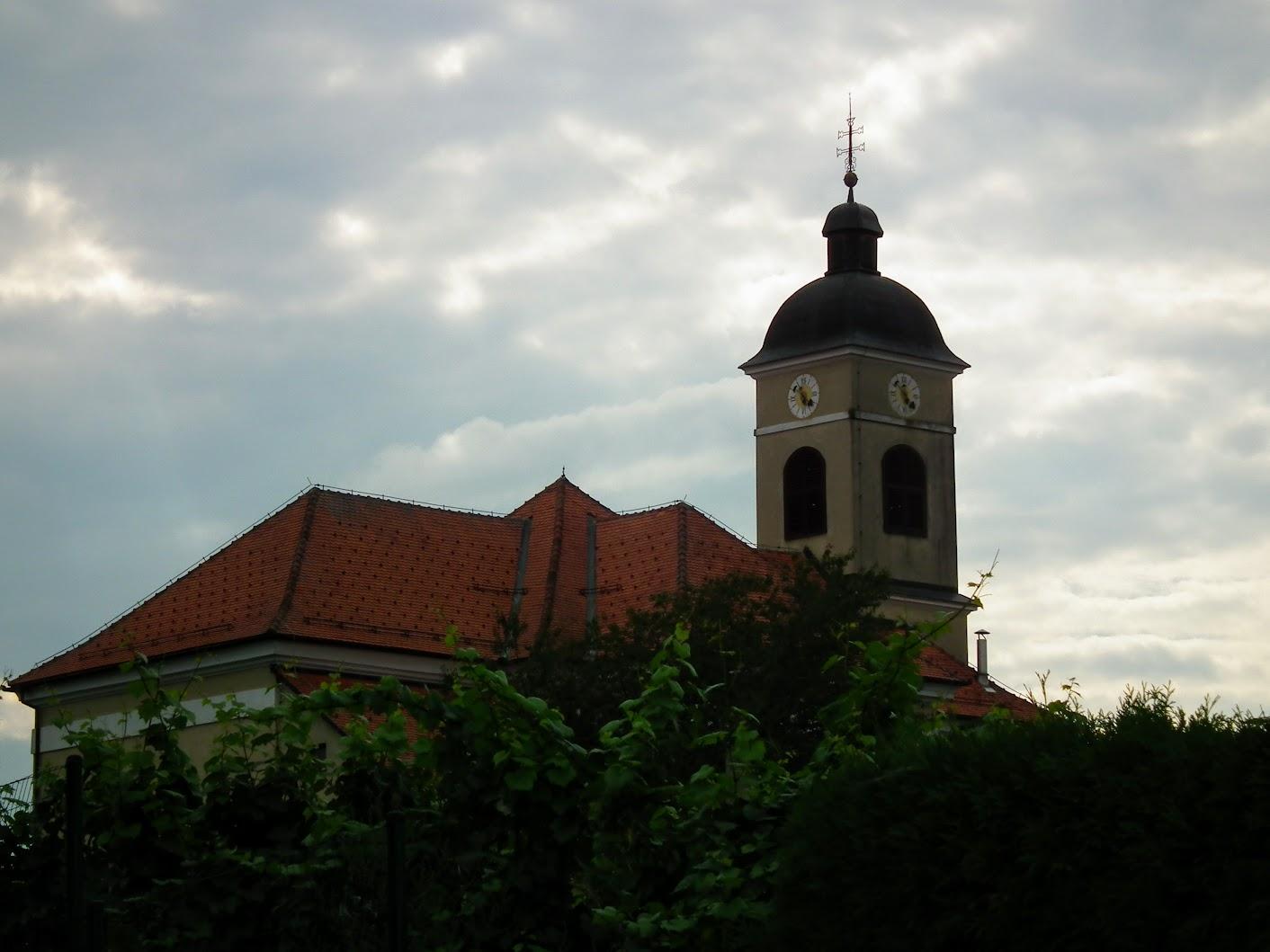 Kapelski vrh - Cerkev svete Marije Magdalene (Szent Mária Magdolna rk. templom)