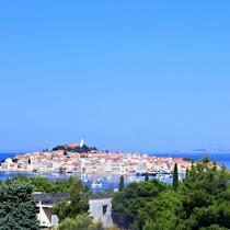 【世界の街角】島の上に築かれたのどかな旧市街 クロアチアの小さな町プリモシュテンを訪ねて