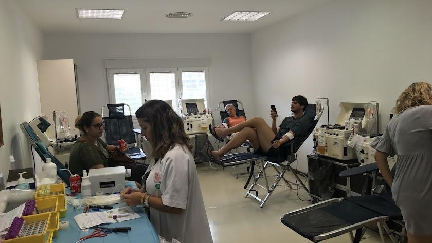 En torno a un centenar de personas, han participado en la donación especial de plasma.