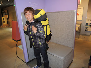 Photo: 25kgの重さを体験するザック。 ワンゲラーにとっては余裕かもしれない。