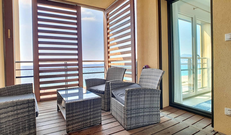 Appartement contemporain avec terrasse en bord de mer Pietrosella