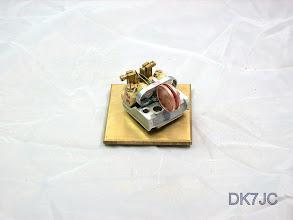 """Photo: Telefonrelais-Geber mit einem Magnet auf der Messingplatte gehalten  -DF4BJ-qrp-  """"DL""""  # 547"""
