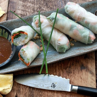 Rice Paper Spring Rolls with Shrimp & Spicy Peanut Dipping Sauce