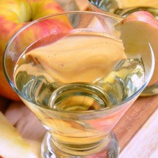 {Skinny} Cinnamon Apple Champagne Martini.