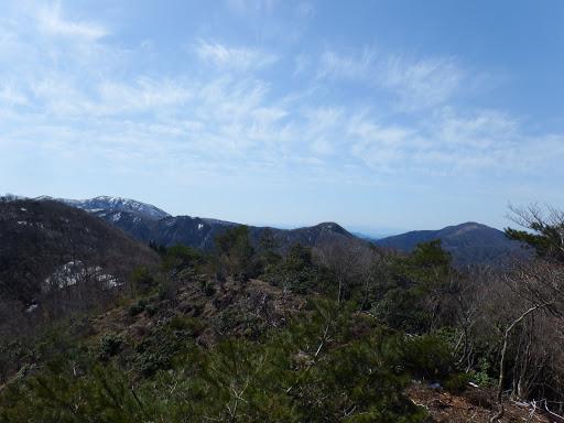 左から雨乞岳・タイジョウ・綿向山など