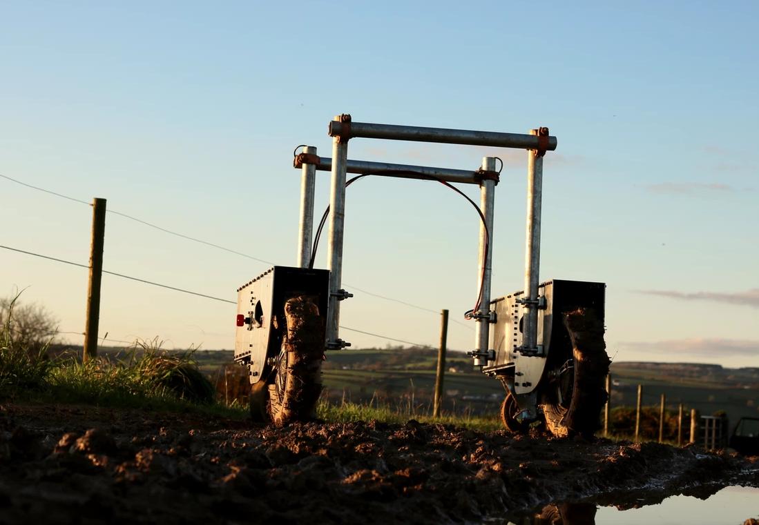 Robô autônomo auxilia agricultores no dia a dia. (Fonte: Robotriks/Divulgação)
