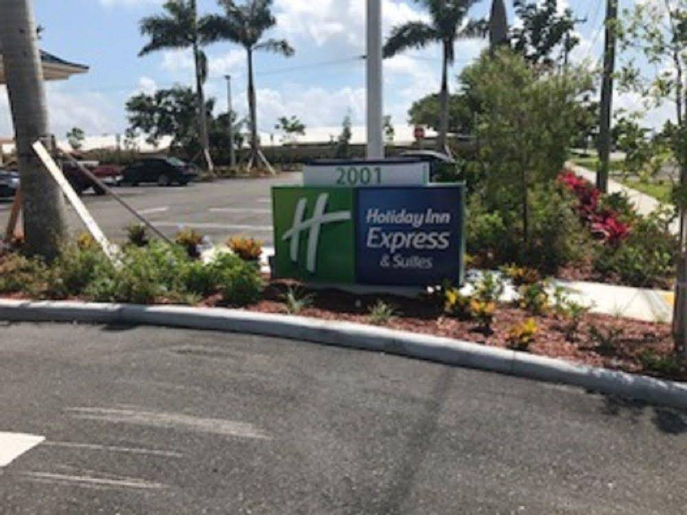 Holiday Inn Express and Suites Boynton Beach West