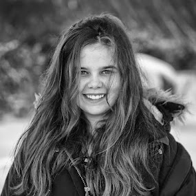 My sister by Stefán Margrétarson - People Portraits of Women ( iceland, person, europe, girl, black and white, woman, people, daylight, human )