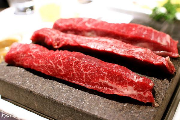 凱恩斯岩燒餐廳*400度天然岩石燒烤 澳洲和牛牛排自己烤~好吃也好玩! 台北聚餐慶生餐廳推薦