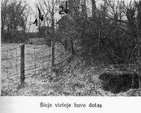 """Photo: Nuotrauka  iš 1961 m.  knygos  """"Sunkių  išbandymų  dienomis"""".  Tai vieta iš kurios rusai šaude, kur buvo tunelio anga.  Nuotraukoj  pažymiu   pastatus  1  ir  2."""