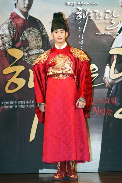 999743c12ed99840b45e7271be0ad616--the-moon-korean-dramas