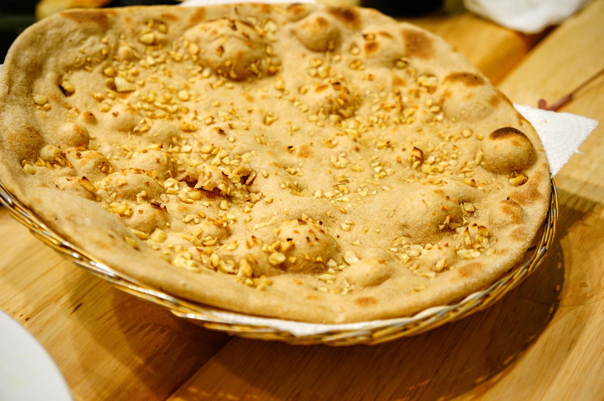 蒜味印度烤餅,很酥脆,也有蒜香味道....