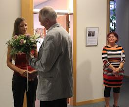 Photo: Blumen für die Akteure Doreen Wolff, Karin Weber und Benni Cellini von Herrn Dr. Nikolaus