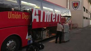 La expedición del Almería poco antes de salir de Soria, rumbo a Almería.