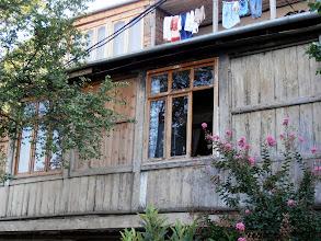 Photo: още шреди 2 години се чудех как качват пералня тук, но хората живеят, перат и простират в стълбищния квартал :)