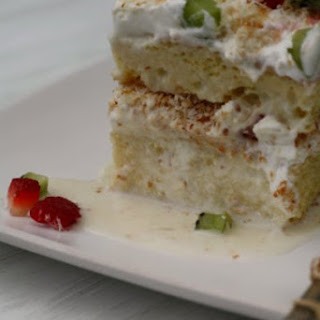 Coconut Tres Leches Cake (Pastel de Tres Leches con Coco)