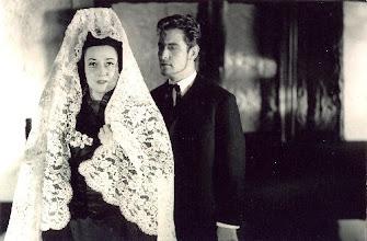 """Photo: Elsa KASTELA KREIHSL in der Uraufführung von Fortners """"Bluthochzeit"""""""