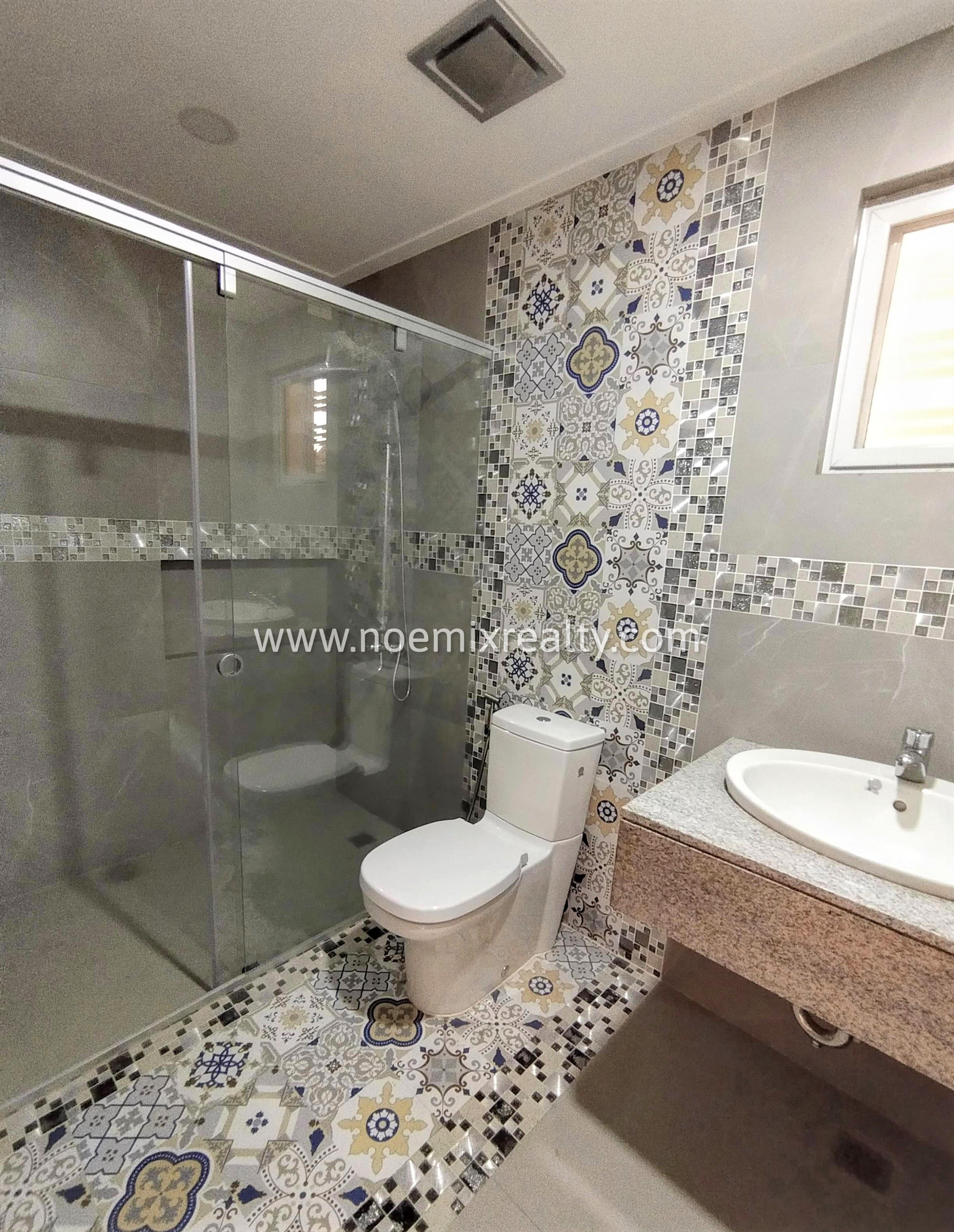 8 Bedroom Townhouse in Tandang Sora, Mindanao Avenue, Quezon City toilet and bath