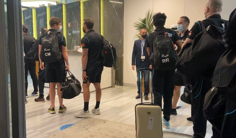 New Zealand cricketers arrive home after Pakistan pull-out