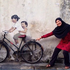Playing with Street Art by Rozaitonisah Razali - Instagram & Mobile iPhone