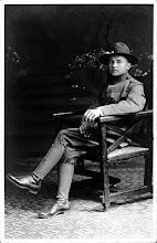 Photo: WW I Soldier in uniform