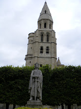Photo: The Collegiate Church square, and its statue of Saint Louis (Louis IX), who was born in a castle which formerly stood here. That castle was burned during the Hundred Years War, then demolished by Charles V.