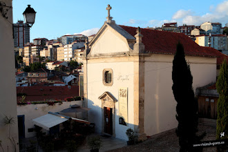Photo: 21: Esta noche iremos a oír fados a esa iglesia de allí abajo, que en realidad es un restaurante. Hay más sitios, pero este está cerca de nuestro alojamiento.