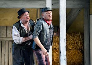 Photo: Theater in der Josefstadt: DER ZERRISSENE von Johann Nestroy. Inszenierung Michael Gampe, Premiere 2.10.2014. Siegfried Walther, Martin Zauner. Foto: Barbara Zeininger