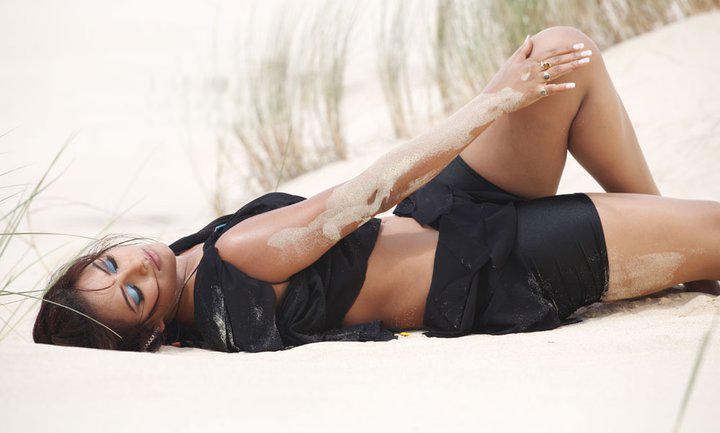 Neetu Chandra thunder thighs, Neetu Chandra hot, Neetu Chandra sexy pics