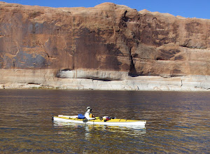 Photo: Masked kayaker seen on Lake Powell