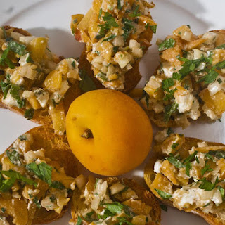 Apricot and Goat Cheese Crostino