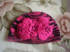 Photo: женская вязаная шапочка с цветами