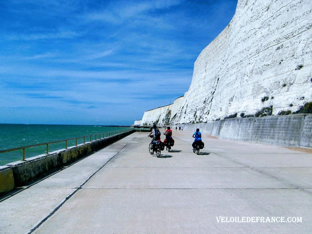 Undercliff Walk entre Brighton et Saltdean - Paris Londres à vélo par veloiledefrance.com