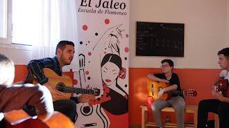 El centro, ubicado en calle Armuña del Almanzora, 15, en Almería, ofrece cursos de verano relacionados con el flamenco.