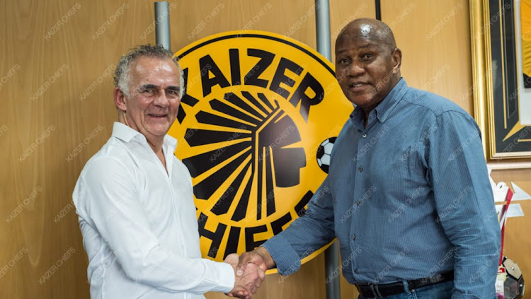Kaizer Chiefs' chairman Kaizer Motaung (R) shakes hands and pose for a picture with the newly appointed technical advisor Rob Hutting (L) on Tuesday 9 January 2018.
