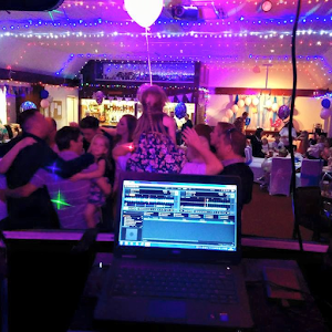 Children's Party DJ Hire: Berks, Surrey & Bracknell | DJ CJ Disco