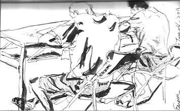 Photo: 振筆疾書(二)2011.06.24鋼筆 收容人對著試卷頭也不抬地認真做答…