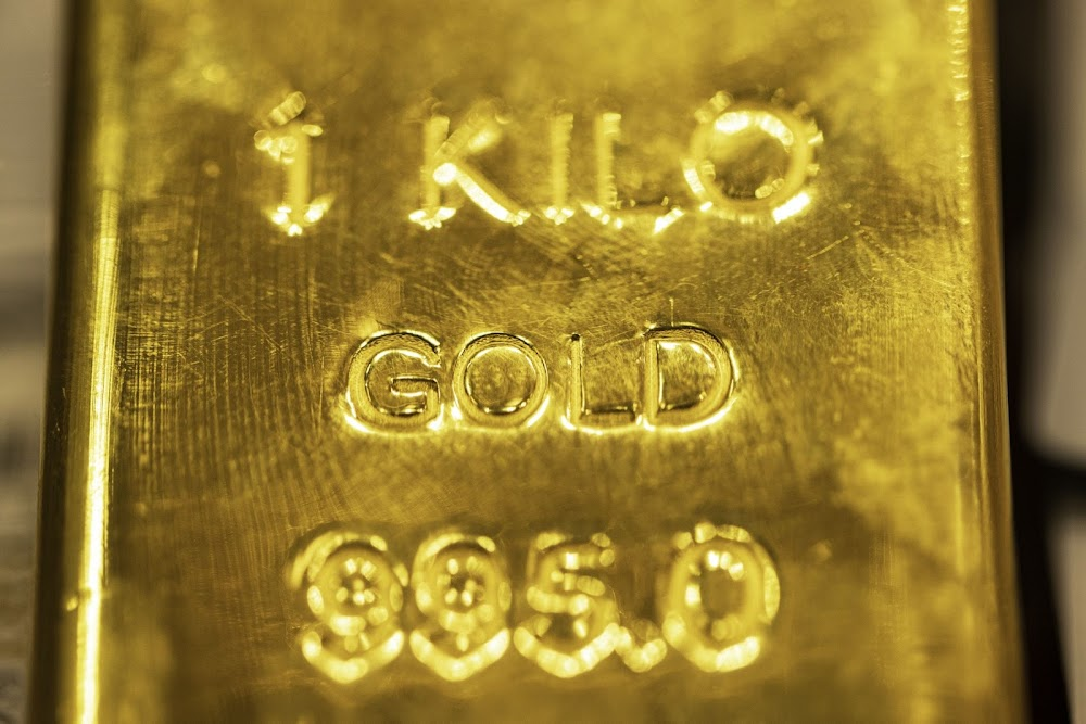 Gold dips to one-and-a-half-week low as investors await Fed cues