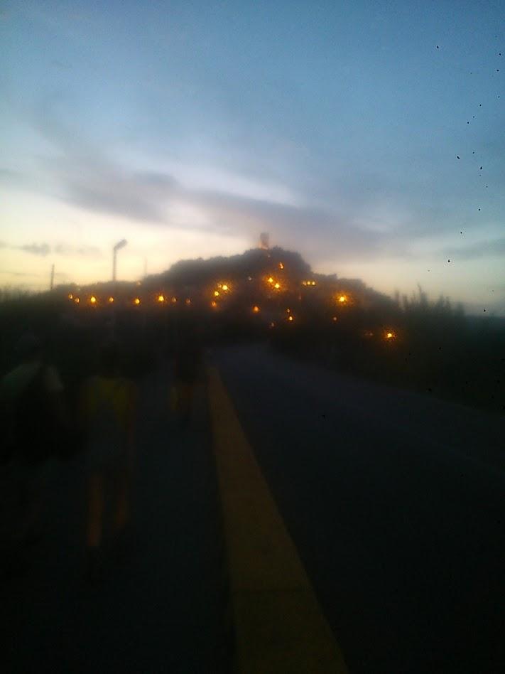 Вид на гору с башней в г Позада.