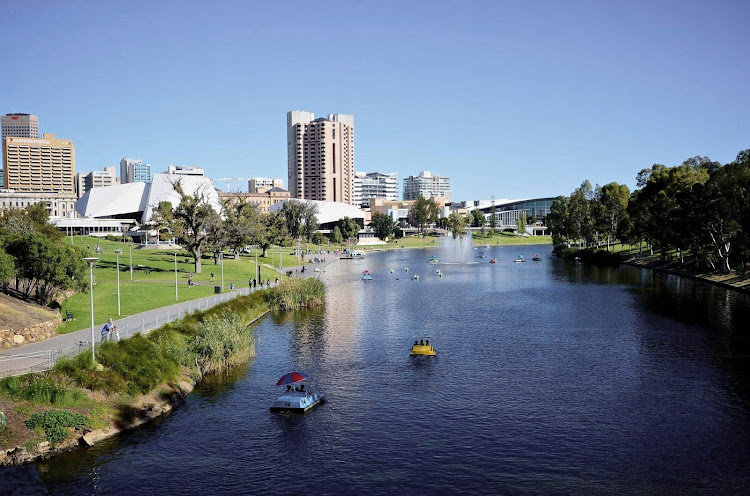 You'll find easy-to-walk terrain and lovely riverbank scenery along the River Torrens Linear Park Trail in Adelaide, southern Australia.
