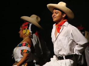Photo: Poniendole ritmo a los bailes regionales