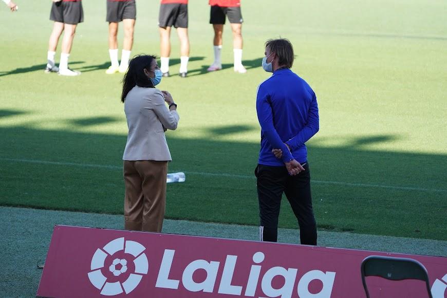 Bosquet hablando con Guti.