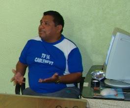 Photo: El C.P. Martin, gerente del canal 14 de televisión por cable Pichucalco