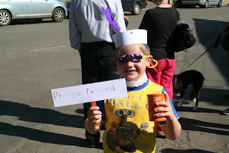Photo: A young visitor complete with hat, sign and shaker made at the Festival's Children's Art project.© Richard Bottle 2008