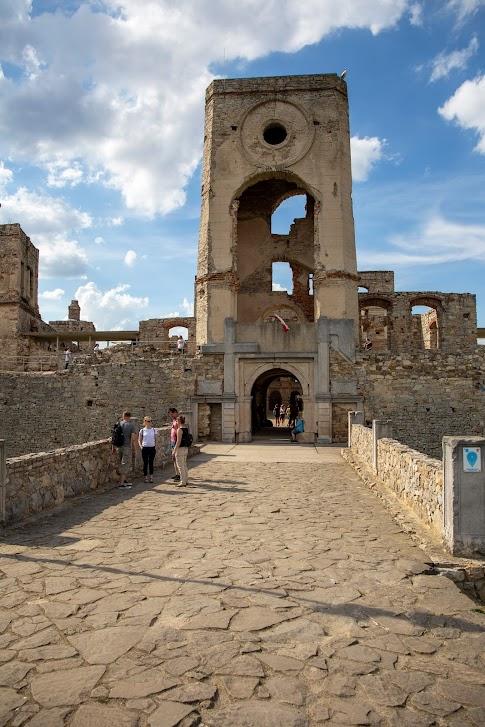 Zamek Krzyżtopór, Ujazd, wieża bramna