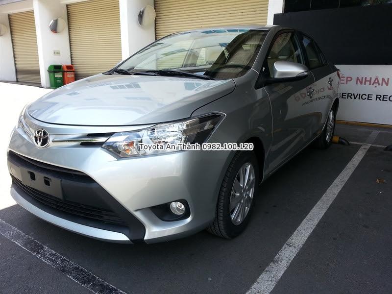 Khuyến Mãi Giá Mua Xe Toyota Vios 2016 màu bạc 1.5E Số Sàn Trả Góp