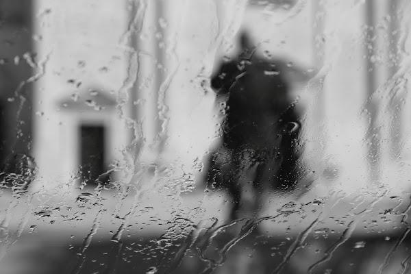 l'uomo nella pioggia di rino_savastano