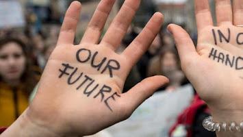 Die Hände einer Schülerin.jpg
