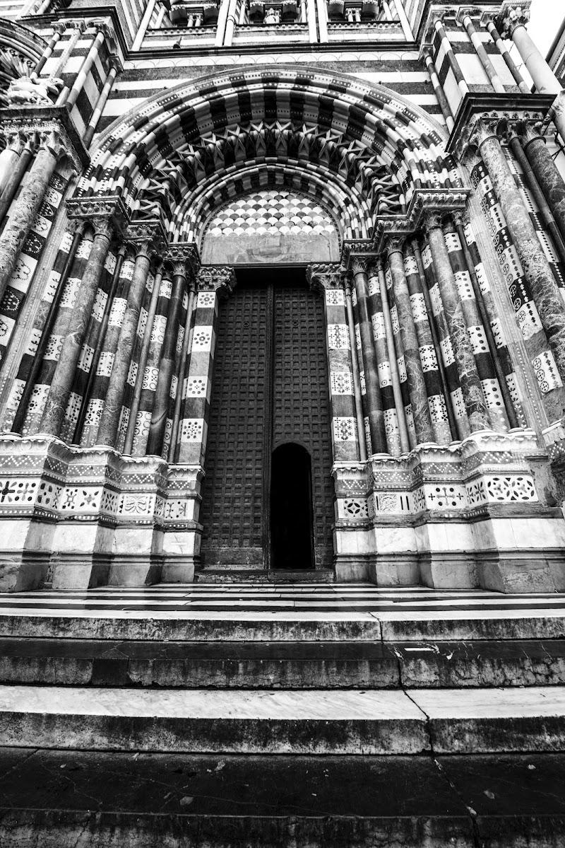 La grande porta di Doriana Frau