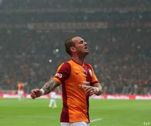 Un doublé incroyable de Sneijder offre le choc turc au Galatasaray